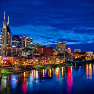 nashville-skyline-at-night-panoramo-dan-holland