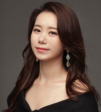 Jiyeon Hwang 황지연: Voice teacher